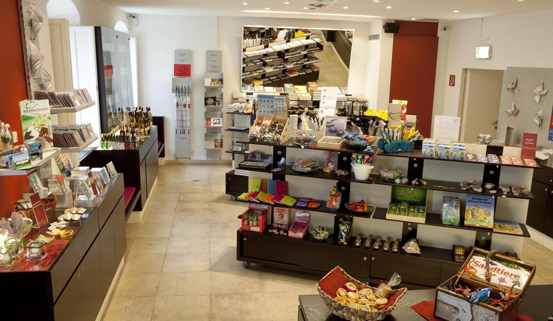 Der Shop im Landesmuseum bietet Handwerk, Bücher, Spiele und Ausstellungskataloge © Foto im Lohnbüro